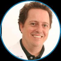 Dr. Dario Paterno Junior coordenador do curso de especialização em implantodontia
